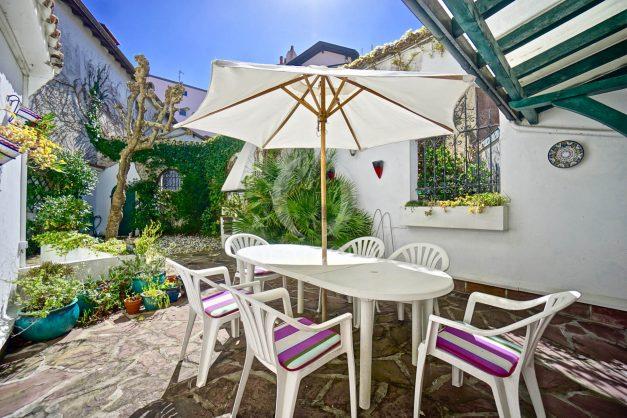 location-vacances-biarritz-maison-plein-centre-ville-terrasse-jardin-7-personnes-plein-sud-unique-rare-003