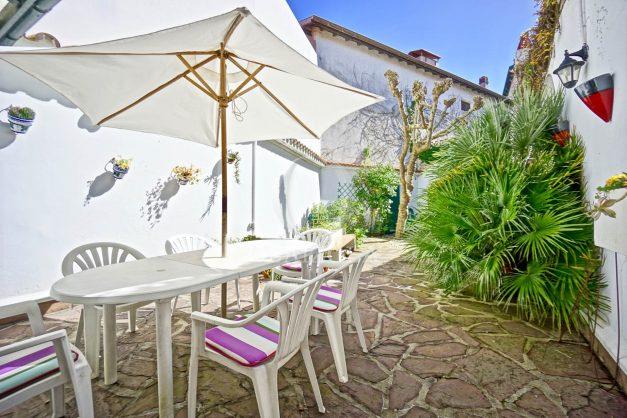 location-vacances-biarritz-maison-plein-centre-ville-terrasse-jardin-7-personnes-plein-sud-unique-rare-005