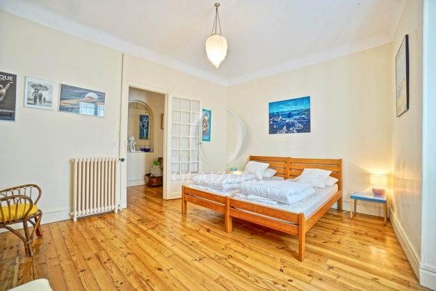 location-vacances-biarritz-maison-plein-centre-ville-terrasse-jardin-7-personnes-plein-sud-unique-rare-023