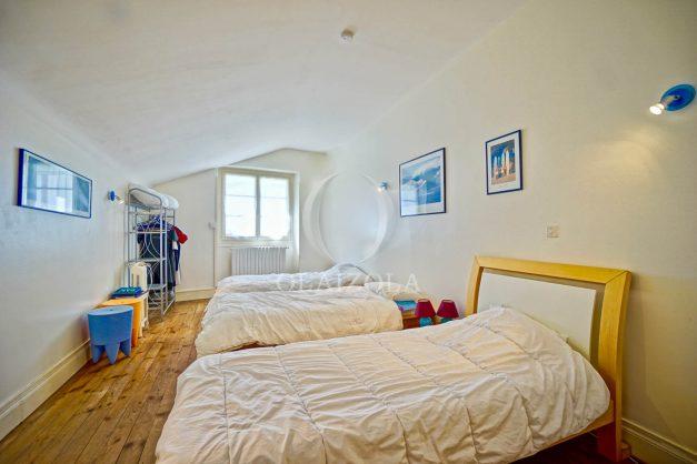 location-vacances-biarritz-maison-plein-centre-ville-terrasse-jardin-7-personnes-plein-sud-unique-rare-027