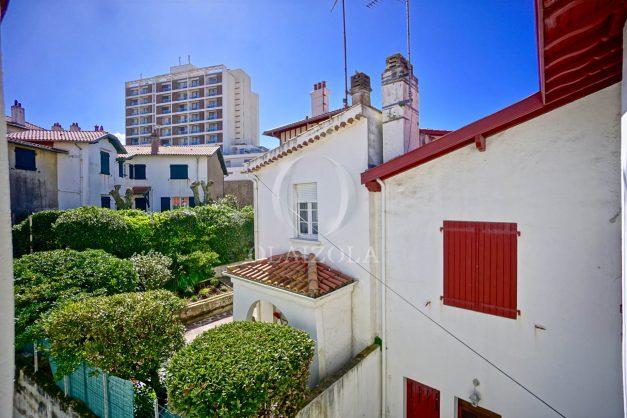 location-vacances-biarritz-maison-plein-centre-ville-terrasse-jardin-7-personnes-plein-sud-unique-rare-032