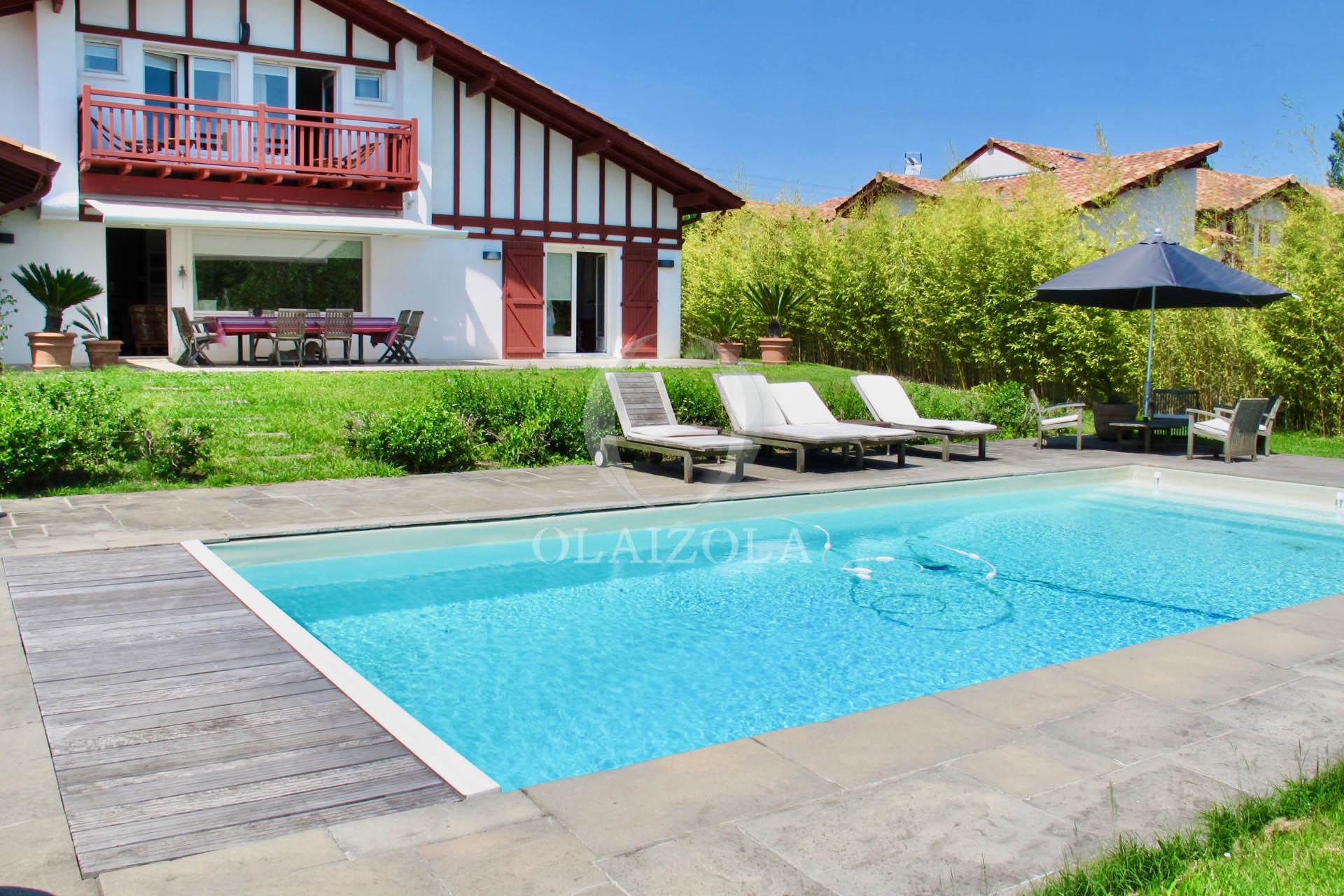 villa de rve aux portes de biarritz piscine chauffe salon balinais