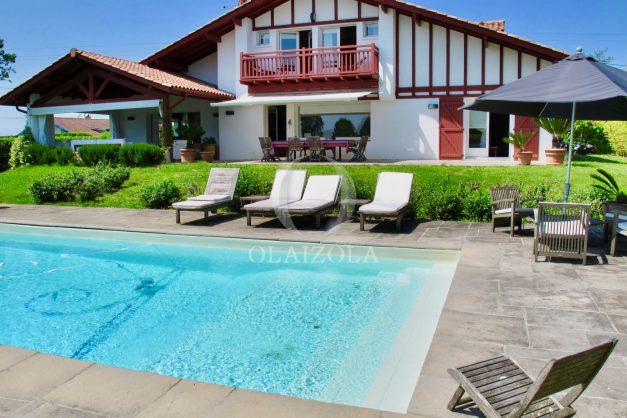 location-villa-luxe-biarritz-piscine-chauffee-calme-grand-terrain-003