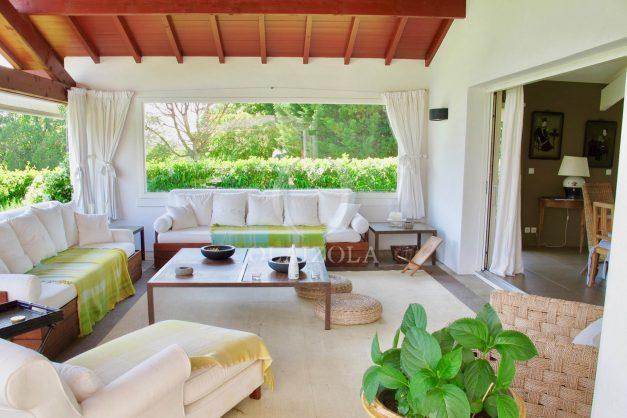 location-villa-luxe-biarritz-piscine-chauffee-calme-grand-terrain-011