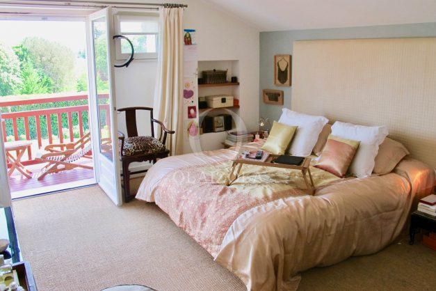 location-villa-luxe-biarritz-piscine-chauffee-calme-grand-terrain-024