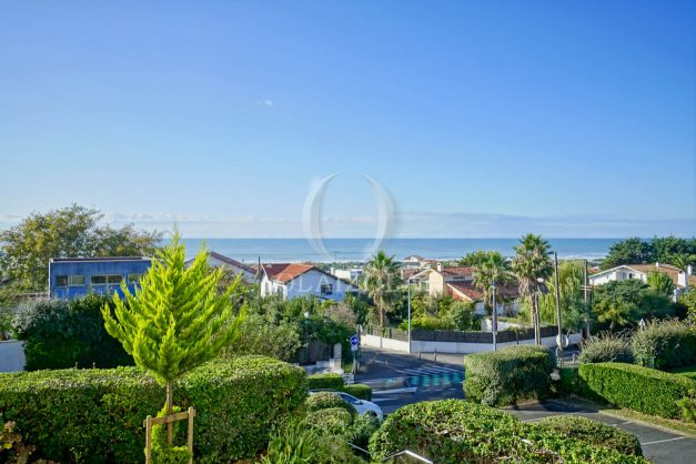 appartement-vue-mer-anglet-chambre-d-amour-location-vacances-biarritz-terrasse-parking-standing-plage-a-pied-2019-001