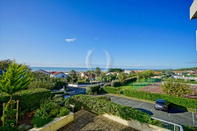 appartement-vue-mer-anglet-chambre-d-amour-location-vacances-biarritz-terrasse-parking-standing-plage-a-pied-2019-003