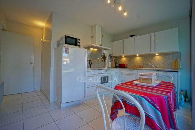 appartement-vue-mer-anglet-chambre-d-amour-location-vacances-biarritz-terrasse-parking-standing-plage-a-pied-2019-032