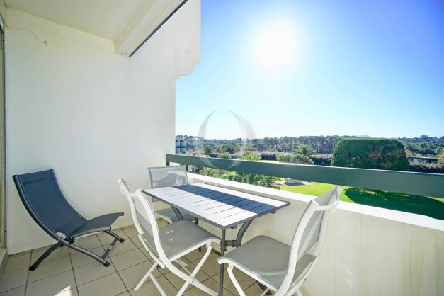 location-vacances-bidart-appartement-vue-mer-ilbarritz-terrasse-piscine-parking-residence-mer-et-golf-plage-a-pied-2020-009