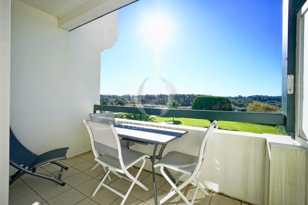 location-vacances-bidart-appartement-vue-mer-ilbarritz-terrasse-piscine-parking-residence-mer-et-golf-plage-a-pied-2020-011