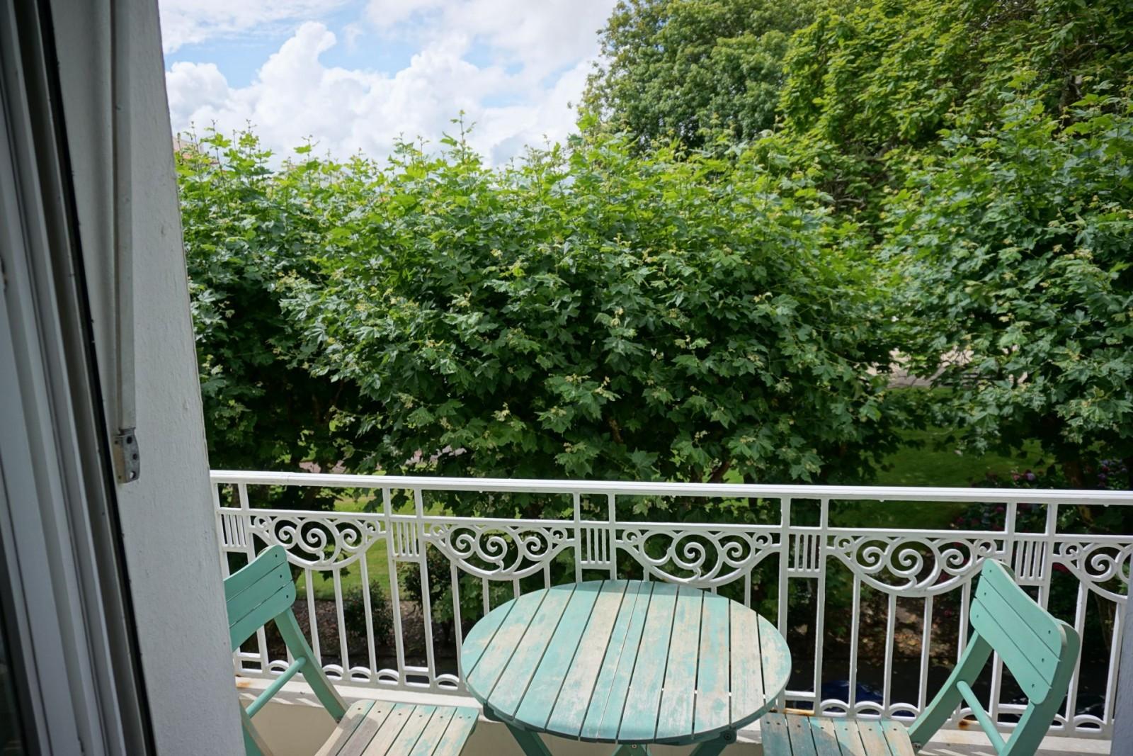 vue degagee sur le jardin public agence olaizola location saisonni re de vacances biarritz. Black Bedroom Furniture Sets. Home Design Ideas