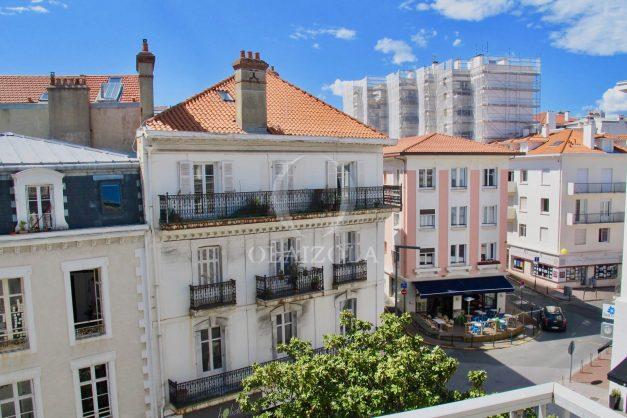 location-vacances-biarritz-appartement-clemenceau-centre-ville-toit-centre-ville-plage-a-pied-balcon-003