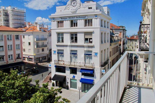 location-vacances-biarritz-appartement-clemenceau-centre-ville-toit-centre-ville-plage-a-pied-balcon-004