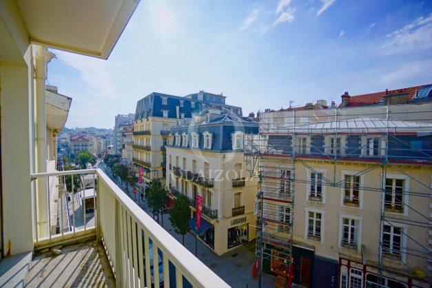 location-vacances-biarritz-appartement-clemenceau-centre-ville-toit-centre-ville-plage-a-pied-balcon-005