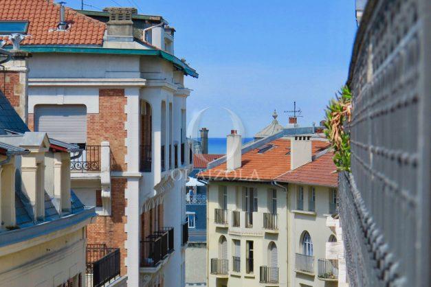 location-vacances-biarritz-appartement-clemenceau-centre-ville-toit-centre-ville-plage-a-pied-balcon-006