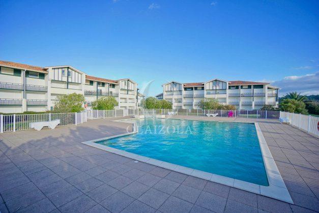 location-vacances-T3-Bidart-piscine-vue-mer-ilbarritz-parking-plage-a-pied-MAEVA-007