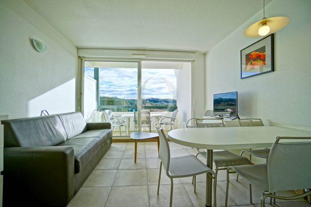 location-vacances-T3-Bidart-piscine-vue-mer-ilbarritz-parking-plage-a-pied-MAEVA-012