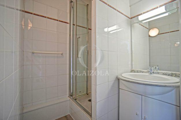 location-vacances-T3-Bidart-piscine-vue-mer-ilbarritz-parking-plage-a-pied-MAEVA-023