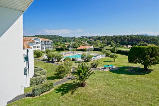location-vacances-T3-Bidart-piscine-vue-mer-ilbarritz-parking-plage-a-pied-MAEVA-027