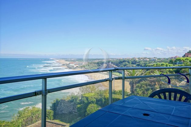 location-vacances-biarritz-vue-mer-anglet-studio-face-phare-terrasse-parking-005