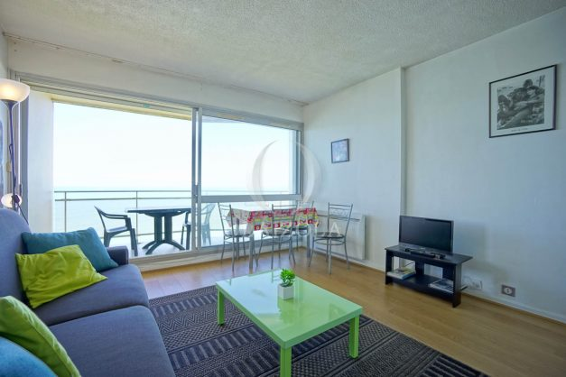 location-vacances-biarritz-vue-mer-anglet-studio-face-phare-terrasse-parking-011