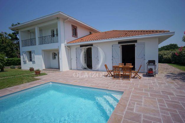 locatiion-vacances-urrugne-pays-basque-cote-plage-villa-10-personnes-tennis-piscine-jardin-002