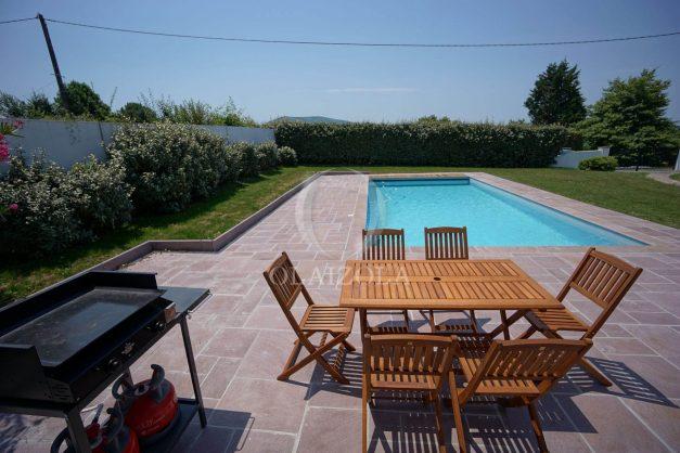 locatiion-vacances-urrugne-pays-basque-cote-plage-villa-10-personnes-tennis-piscine-jardin-004