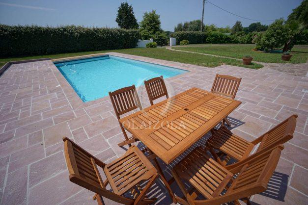 locatiion-vacances-urrugne-pays-basque-cote-plage-villa-10-personnes-tennis-piscine-jardin-005