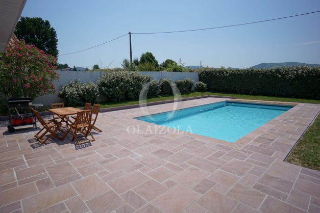 locatiion-vacances-urrugne-pays-basque-cote-plage-villa-10-personnes-tennis-piscine-jardin-006