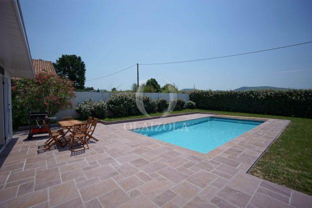 locatiion-vacances-urrugne-pays-basque-cote-plage-villa-10-personnes-tennis-piscine-jardin-007