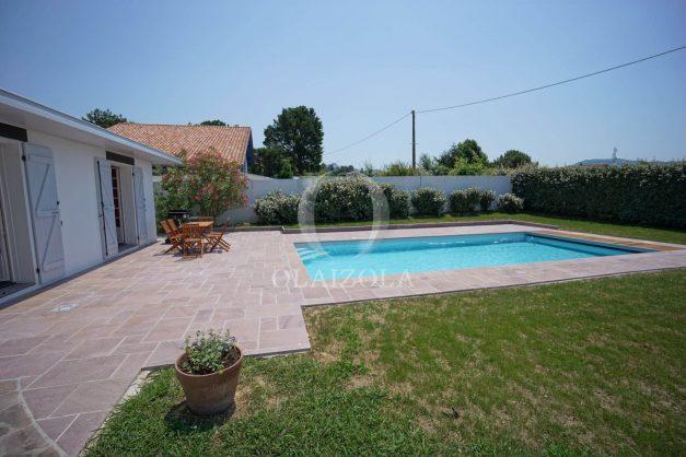 locatiion-vacances-urrugne-pays-basque-cote-plage-villa-10-personnes-tennis-piscine-jardin-008