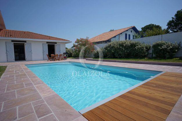 locatiion-vacances-urrugne-pays-basque-cote-plage-villa-10-personnes-tennis-piscine-jardin-009