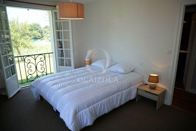 locatiion-vacances-urrugne-pays-basque-cote-plage-villa-10-personnes-tennis-piscine-jardin-026