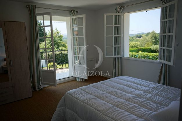 locatiion-vacances-urrugne-pays-basque-cote-plage-villa-10-personnes-tennis-piscine-jardin-033