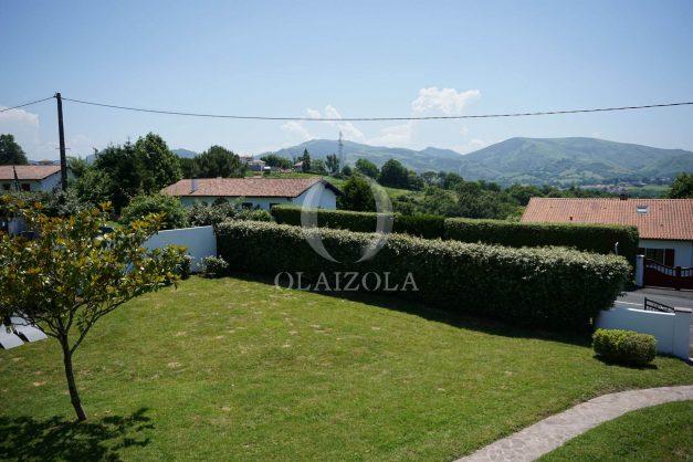 locatiion-vacances-urrugne-pays-basque-cote-plage-villa-10-personnes-tennis-piscine-jardin-035