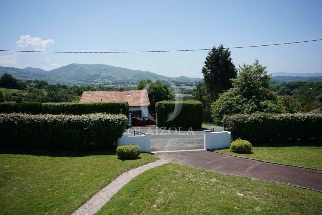 locatiion-vacances-urrugne-pays-basque-cote-plage-villa-10-personnes-tennis-piscine-jardin-036