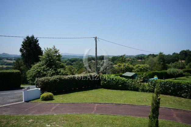 locatiion-vacances-urrugne-pays-basque-cote-plage-villa-10-personnes-tennis-piscine-jardin-037