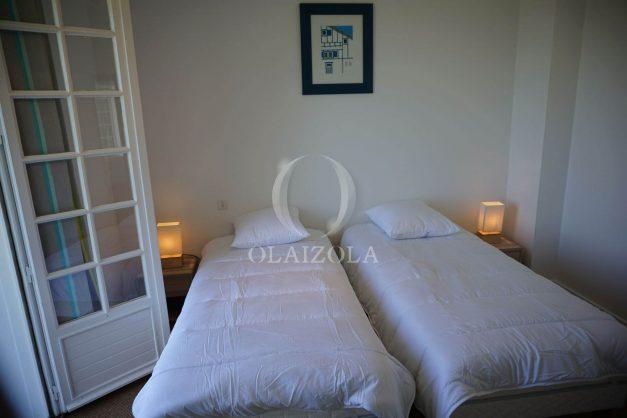 locatiion-vacances-urrugne-pays-basque-cote-plage-villa-10-personnes-tennis-piscine-jardin-038