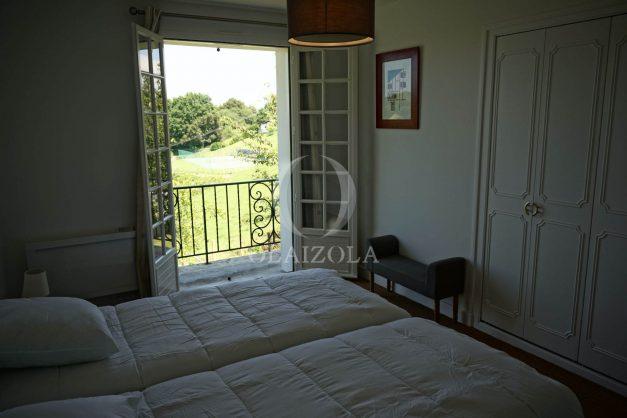 locatiion-vacances-urrugne-pays-basque-cote-plage-villa-10-personnes-tennis-piscine-jardin-043