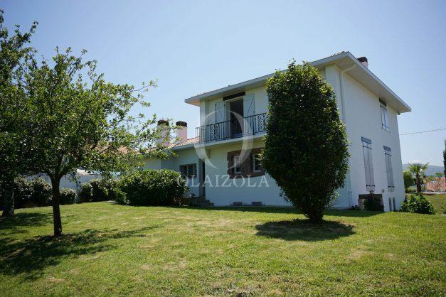 locatiion-vacances-urrugne-pays-basque-cote-plage-villa-10-personnes-tennis-piscine-jardin-051