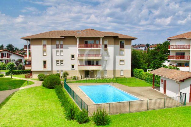 location-vacances-ciboure-appartement-proche-plage-centre-ville-piscine-terrasse-parking-003