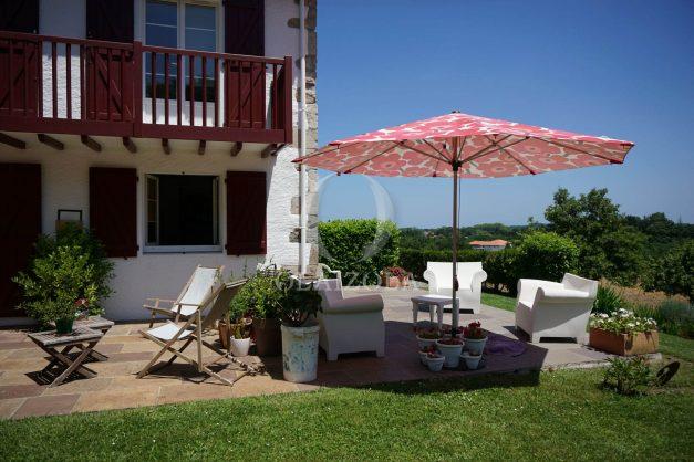 location-vacances-ciboure-urrugne-villa-jardin-campagne-parking-4-chambres-terrasse-plein-sud-ensoleillee-009