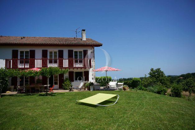 location-vacances-ciboure-urrugne-villa-jardin-campagne-parking-4-chambres-terrasse-plein-sud-ensoleillee-012