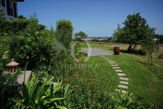 location-vacances-ciboure-urrugne-villa-jardin-campagne-parking-4-chambres-terrasse-plein-sud-ensoleillee-014