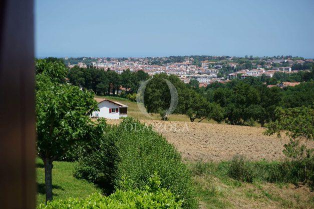 location-vacances-ciboure-urrugne-villa-jardin-campagne-parking-4-chambres-terrasse-plein-sud-ensoleillee-035
