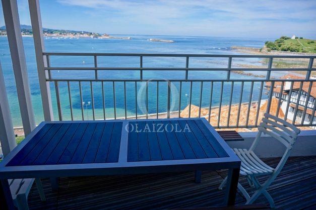 location-vacances-saint-jean-de-luz-appartement-vue-mer-sur-la-baie-sainte-barbe-terrasse-dernier-etage-parking-plage-a-pied-flot-bleu-009