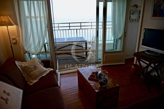 location-vacances-saint-jean-de-luz-appartement-vue-mer-sur-la-baie-sainte-barbe-terrasse-dernier-etage-parking-plage-a-pied-flot-bleu-011