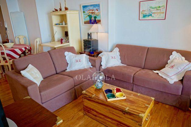 location-vacances-saint-jean-de-luz-appartement-vue-mer-sur-la-baie-sainte-barbe-terrasse-dernier-etage-parking-plage-a-pied-flot-bleu-012