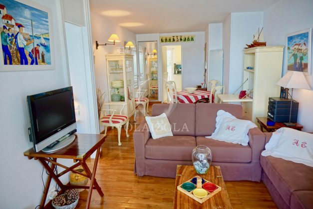 location-vacances-saint-jean-de-luz-appartement-vue-mer-sur-la-baie-sainte-barbe-terrasse-dernier-etage-parking-plage-a-pied-flot-bleu-014