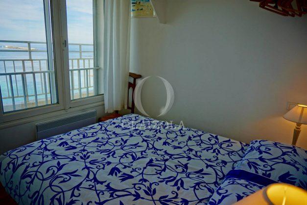location-vacances-saint-jean-de-luz-appartement-vue-mer-sur-la-baie-sainte-barbe-terrasse-dernier-etage-parking-plage-a-pied-flot-bleu-033